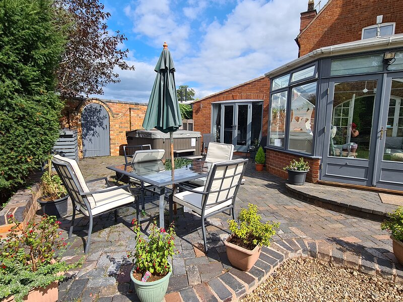 The Retreat with Hot tub at Broad House Farm, holiday rental in Kidderminster