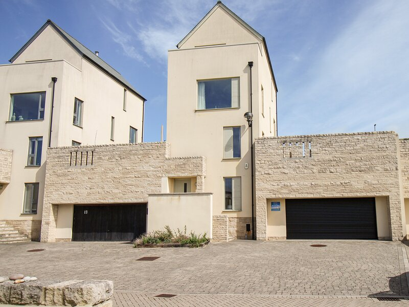 Jurassica House, Fortuneswell, vacation rental in Isle of Portland