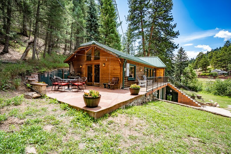 Colorado Bear Creek Cabins Creekside Log Home, vacation rental in Evergreen