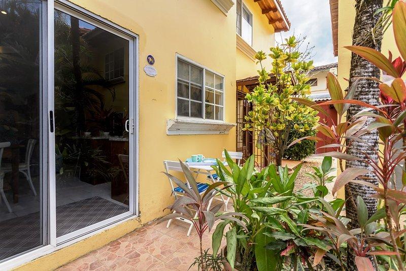 Cozy Family Apartment at Tamarindo DownTown, holiday rental in Playa Langosta