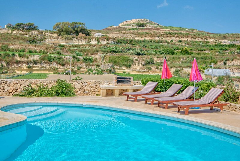Farmhouse villa w/pool, modern interior, Free Wifi, holiday rental in Ghasri