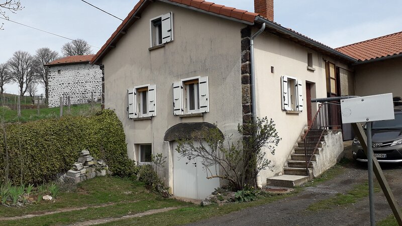 Nice house with mountain view, vakantiewoning in Lachapelle-Graillouse