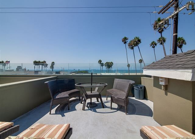 Steps to Beach! Ocean-View Luxury Home w/ Rooftop Deck & Private 2-Car Garage, vacation rental in Seal Beach