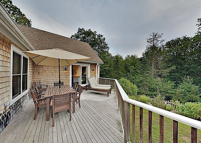 Woodland Hideaway on the Lake with Game Room, Fireplace & Luxe Kitchen, aluguéis de temporada em North Edgecomb