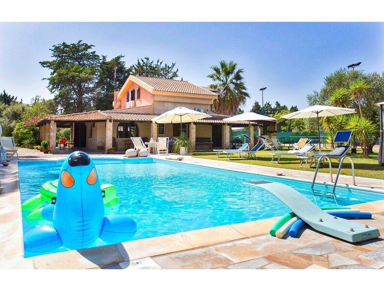 Alghero, Villa Sporting con piscina, holiday rental in Olmedo