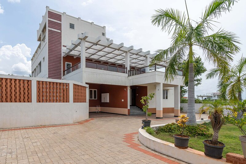 Croc Villa by Vista Rooms, vacation rental in Muttukadu
