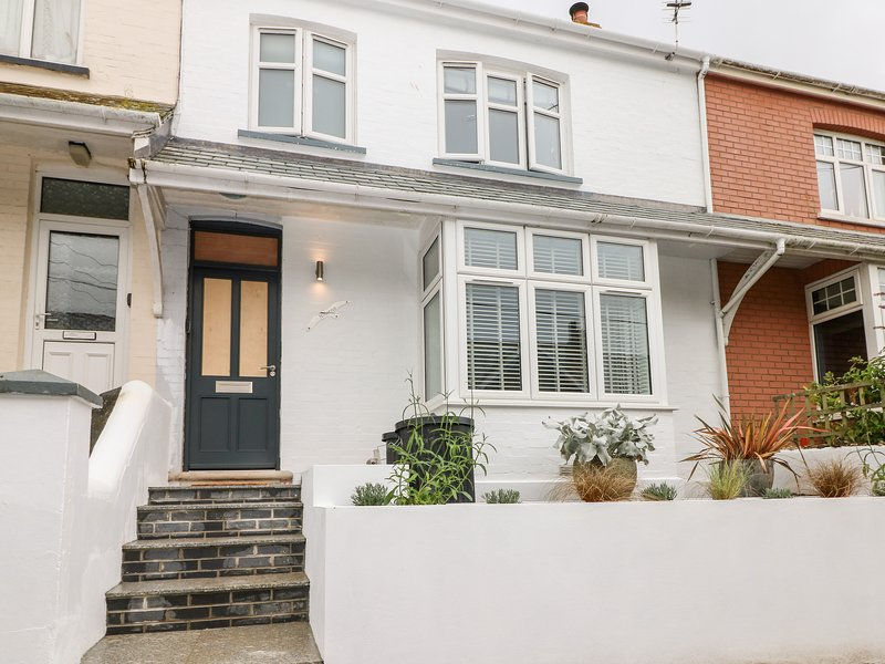 NOHENS, smart seaside house in popular Cornish harbour town. In Padstow., holiday rental in Padstow