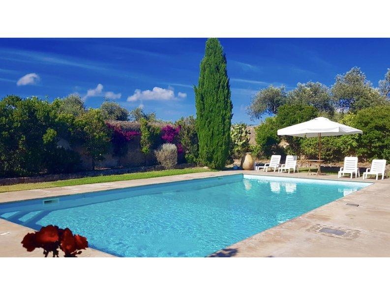 Alghero, Turquoise Villa with swimming pool for 10 people, casa vacanza a Villanova Monteleone