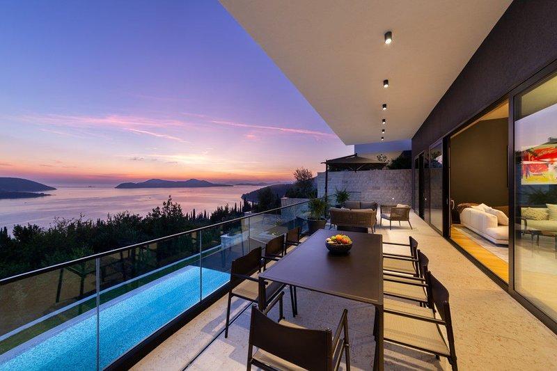 Villa Queen Frida Orasac – Luxury sea view villa with pool near Dubrovnik, holiday rental in Orasac