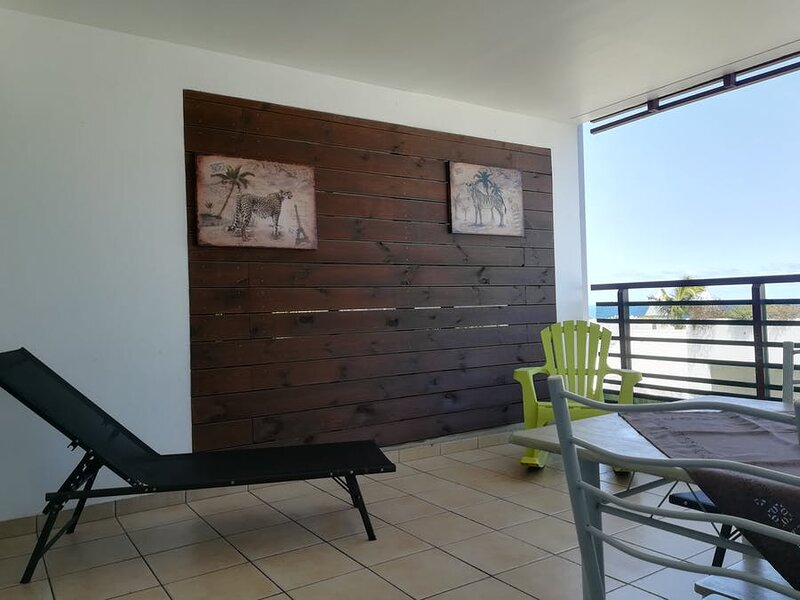 Apartment with shared pool, casa vacanza a Bois d'Olives