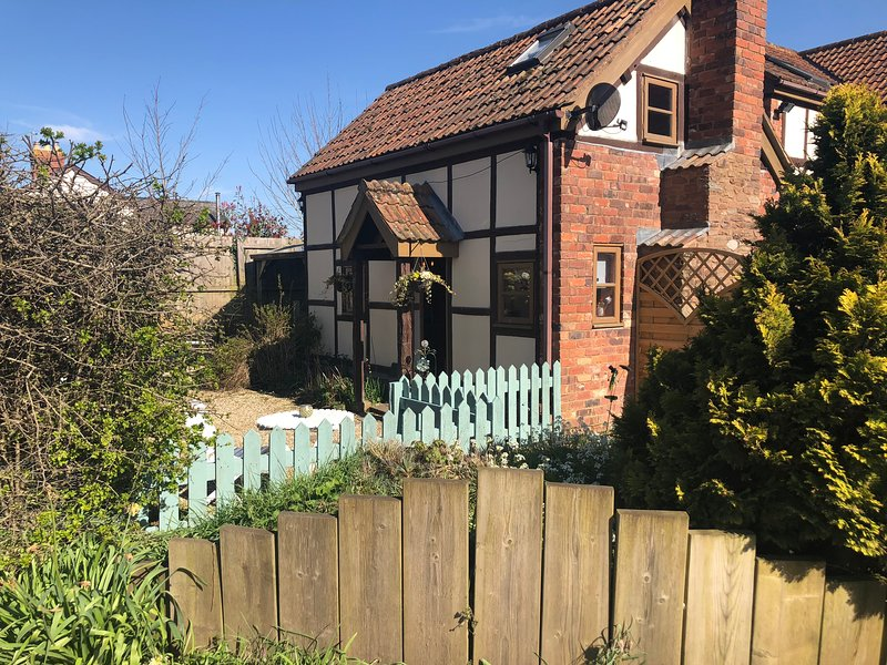Soldiers Cottage, one bedroom cosy cottage, hot tub, pet friendly, Netflix, holiday rental in Grafton