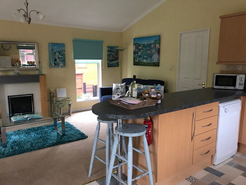 Luke's Lodge with hot tub and dog friendly on Finlake Holiday Park, holiday rental in Christow