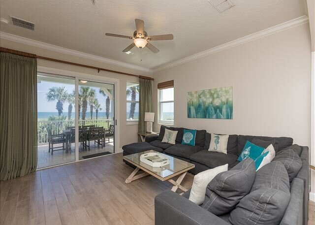 Designer Remodeled Direct Oceanfront Corner Unit 525!! A Must Stay!!, holiday rental in Palm Coast