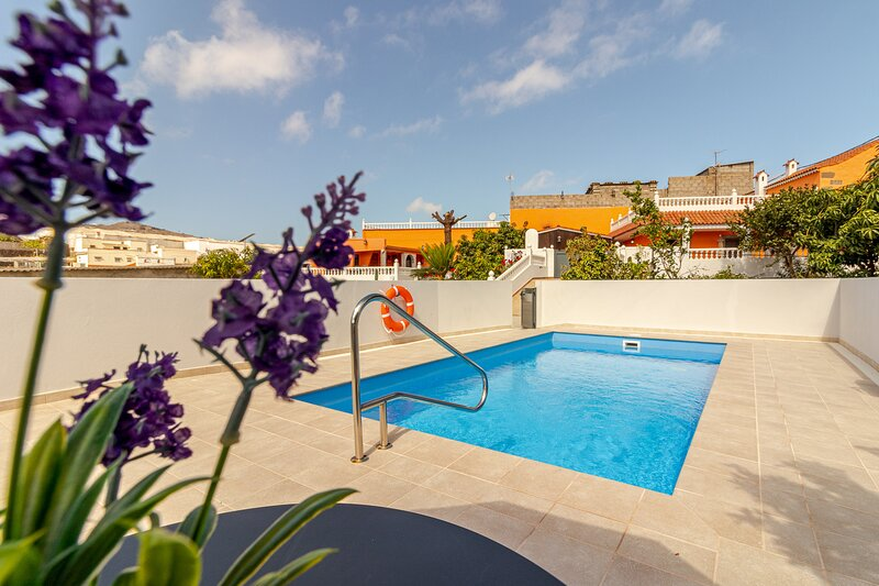 Casa Marjoes II + Pool + Terrace + BBQ, holiday rental in Banaderos