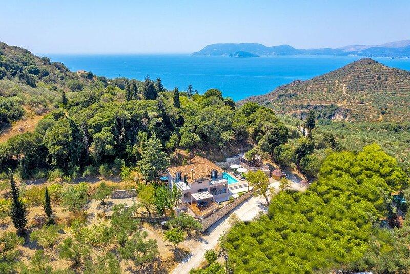 Luxury Villa Andromeda, holiday rental in Vasilikos