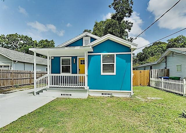 Lovely Old Seminole Heights Home with Grill, Alfresco Dining & Deck, holiday rental in Carrollwood