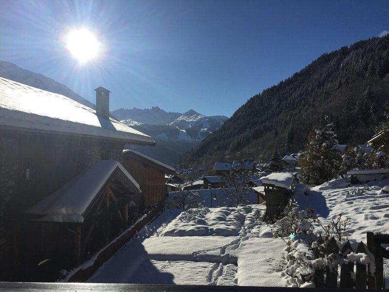 Chalet de charme à Champagny (La Plagne), au pied des pistes - 10 personnes, holiday rental in Champagny-en-Vanoise
