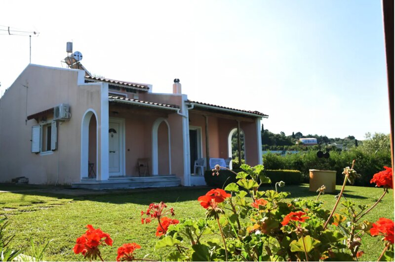 Zacharo Casa Rosa - Seaside Garden Retreat, holiday rental in Neochori