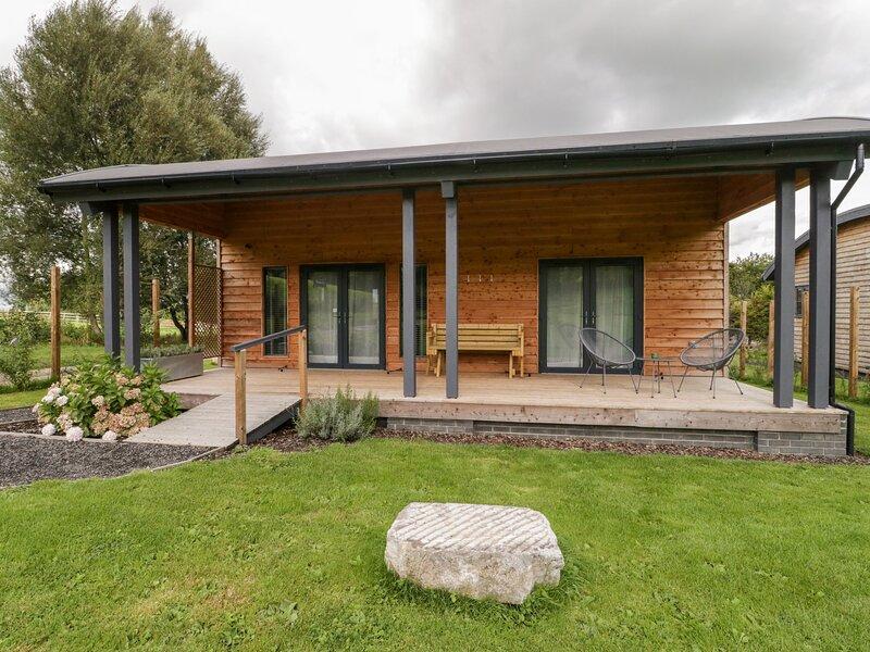PRIMROSE, open-plan living, rural location, near East Pennard, Ferienwohnung in East Pennard