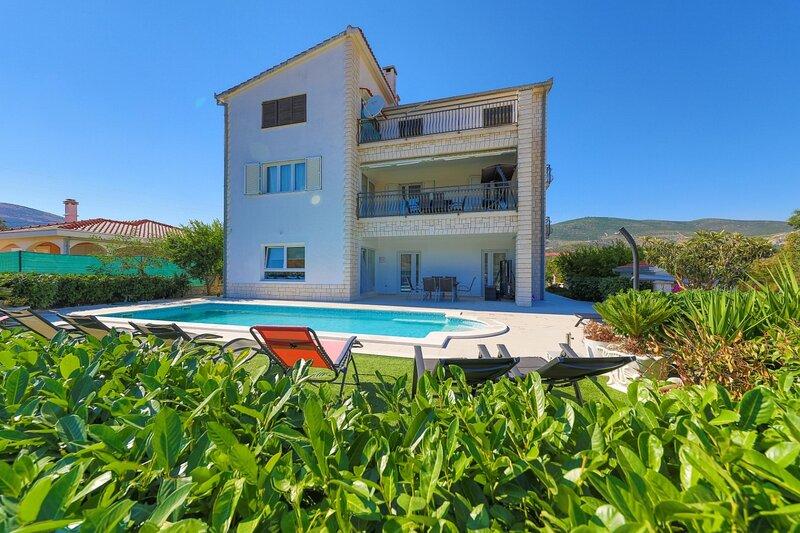 Villa Olivia Trogir, casa vacanza a Plano
