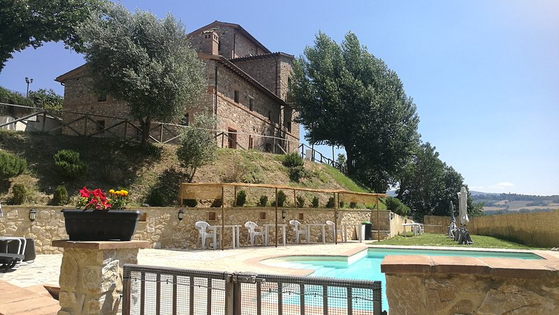 Appto Iris 3 Bedrooms,2 Bath, Living Room 11 Pax, vacation rental in Fratta Todina