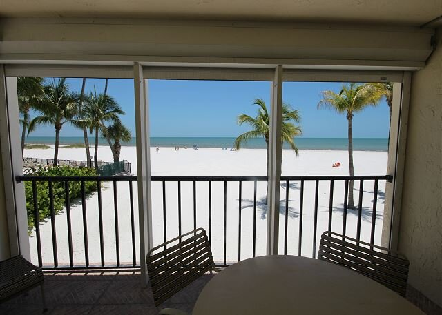 Island House Beach Club 1B, vacation rental in Fort Myers Beach