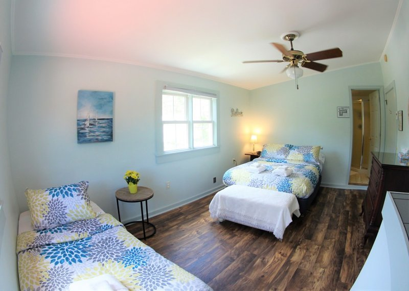 Newport Sunshine/Brook Road Inn, vacation rental in Washington
