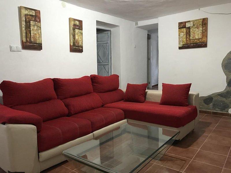 Beautiful house in Benalauría, holiday rental in Benarraba