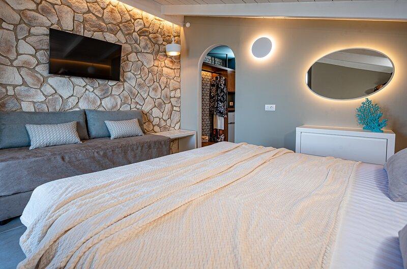 Horizon Apartments - Attic Triple Sea View Room, holiday rental in Laganas