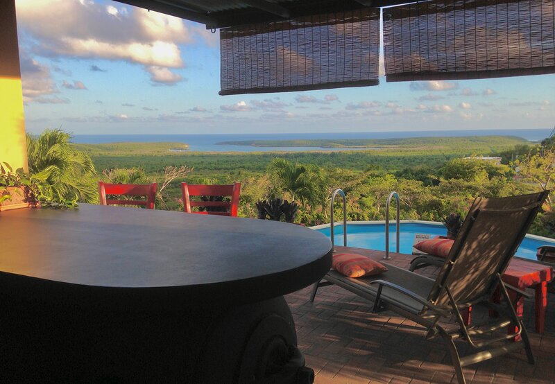 Private Pool Bar with Panoramic Caribbean View! A/C  WiFi  Bonita Vista Vieques!, vacation rental in Isla de Vieques