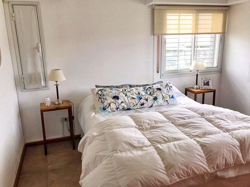 CASA VISTA AL LAGO PARA ALQUILAR 7 PERSONAS 4 DORMITORIOS, location de vacances à Tanti