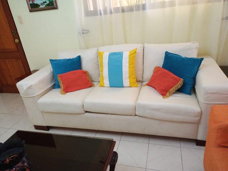 Bienvenido a nuestro apartamento amplio y fresco., alquiler de vacaciones en Salcedo