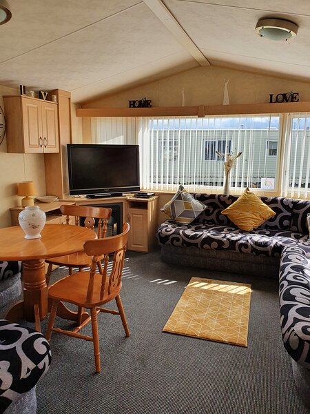 Colin and Michaela's caravan for hire on Happy Days Towyn, vacation rental in Kinmel Bay