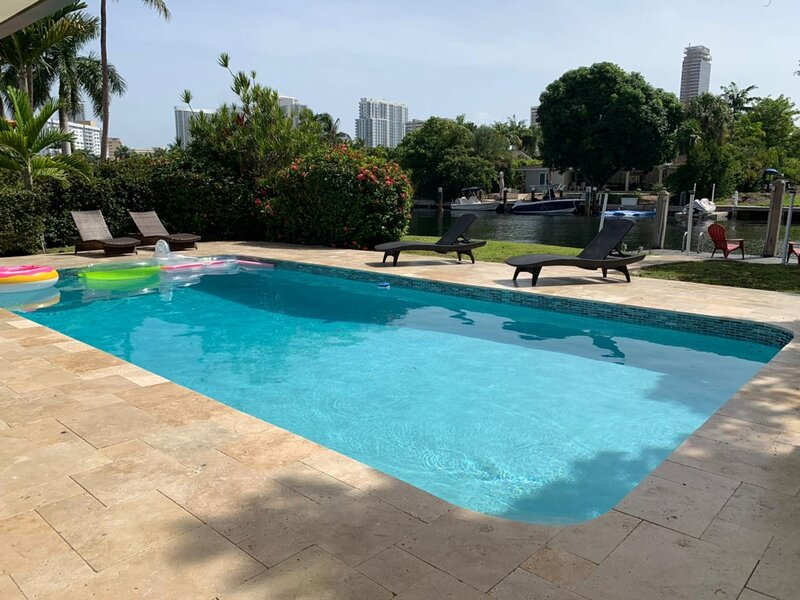 Roomy Intracoastal Pool Home-Great Location, holiday rental in Hallandale Beach