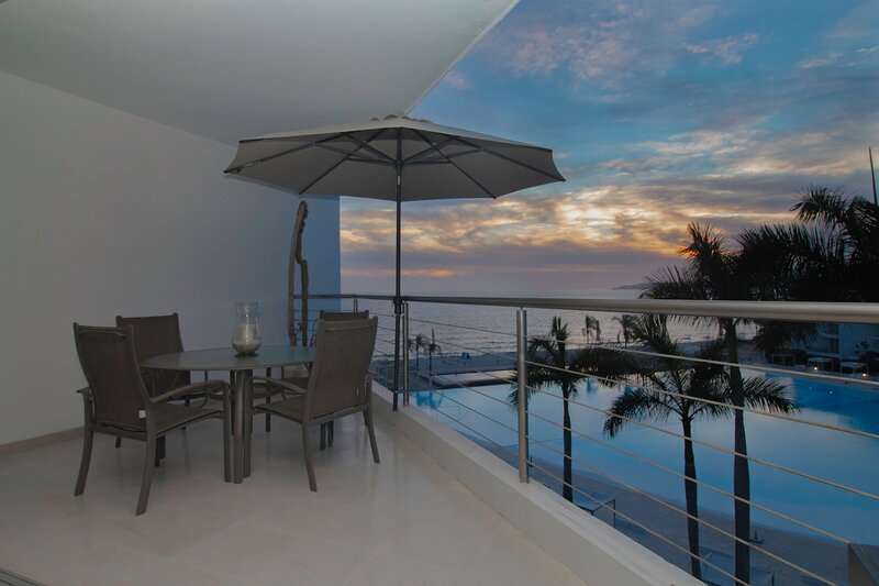 Beach Front Two Bed Two Bath With Ocean View Perfect To Host Families, vacation rental in Nuevo Vallarta
