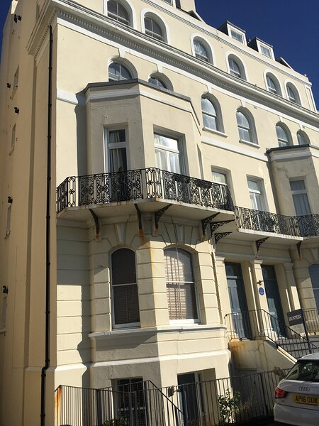Stylish seaview Flat 7 in Grade 2 listed house, alquiler de vacaciones en Folkestone