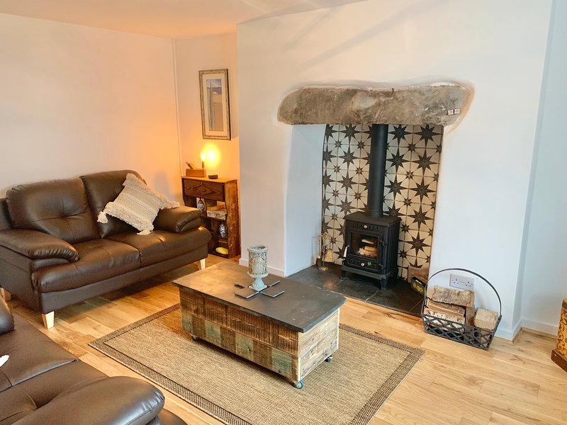Cosy conwy cottage with log burner and private garden close to Conwy, vacation rental in Tal-y-Cafn