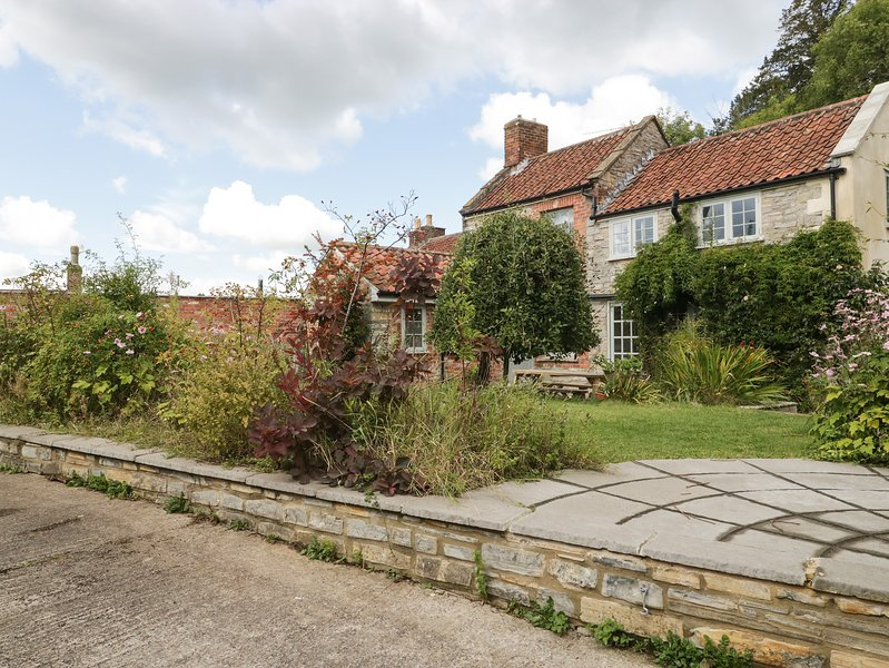 Lantern Cottage, Glastonbury, holiday rental in Glastonbury