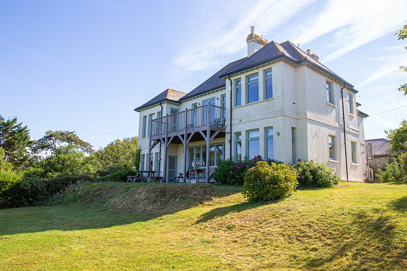 Spacious waterside property, coastal views, close to beach, Bantham, South Devon, casa vacanza a Bantham