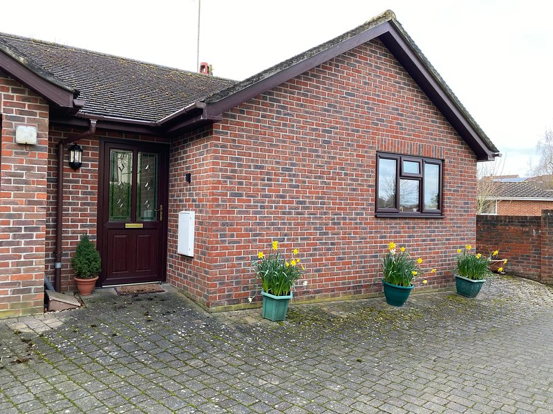 The Oaks, detached bungalow, 1 Bedroom near Longleat, holiday rental in Upton Scudamore