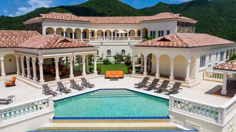 LES JARDIN DE BELLEVUE...Spetacular, one of a kind deluxe villa with breathtakin, vacation rental in Saint-Martin