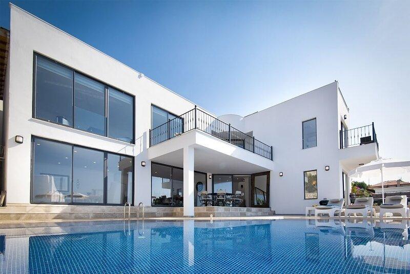 Villa Hayat 4 Bedroom Luxury Villa in Kalkan With Full Seaview, alquiler de vacaciones en Kalkan