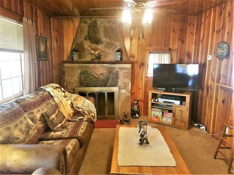 The Deer Drop Inn - Cozy Cabins Real Estate, LLC., vacation rental in Ruidoso