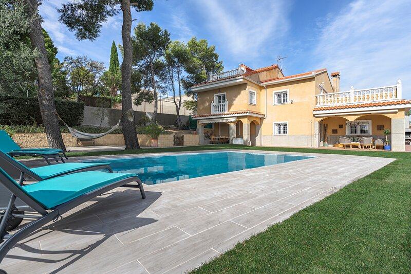 Villa Viñuelas skyline Madrid, holiday rental in Cobena