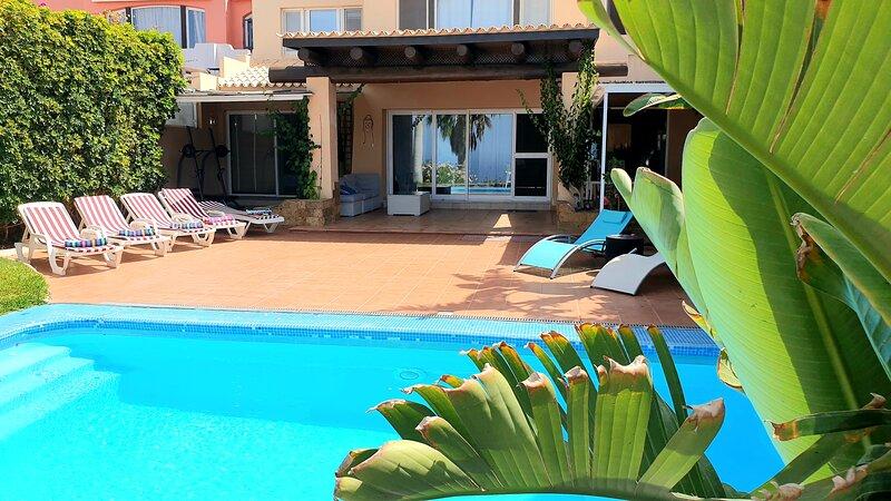 Exclusive Villa Golf, holiday rental in La Caleta