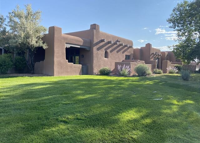 Villa del Norte  - beautiful adobe with the mountain views, fireplace's, etc., holiday rental in White Rock
