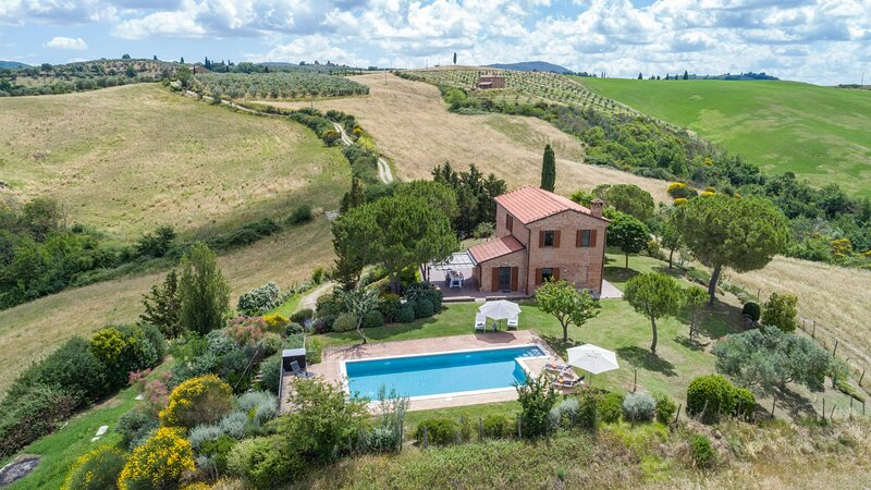 Montisi Villa Sleeps 8 with Pool - 5711315, location de vacances à Montisi