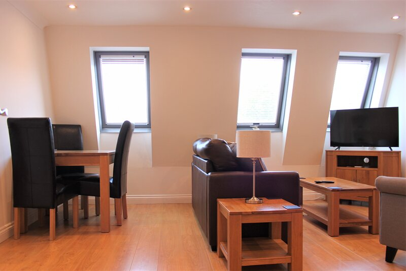 Central 3 bedroom apartment at Regents Court, Newbury, location de vacances à Hampstead Norreys