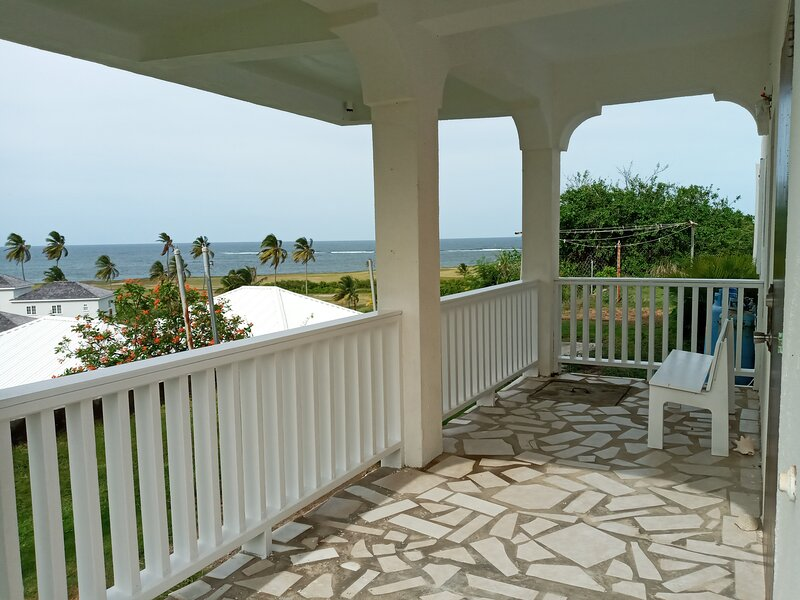 Half Moon Escape - Beautiful views of Atlantic Ocean and Marriott Golf Course, holiday rental in Frigate Bay