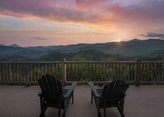 Mountain Cabin,180*View,PoolTable,HotTub,WiFi, alquiler de vacaciones en Ferguson